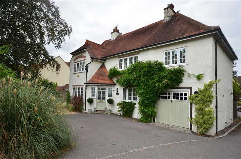 4 Bedrooms Detached House for sale in Ridgway Road, Farnham