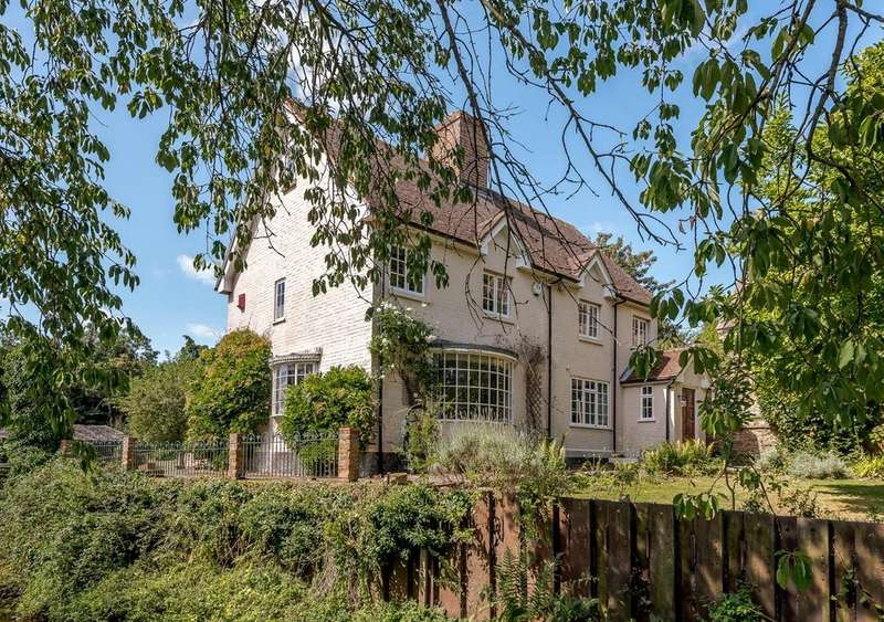 4 Bedrooms Detached House for sale in The Street, Mortimer, Reading