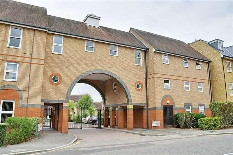 2 Bedrooms Flat for sale in Mitre Court, Railway Street, Hertford, SG14