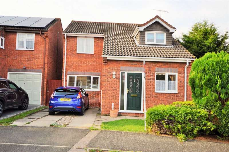3 Bedrooms Detached House for sale in Blake Hall Drive, Wickford