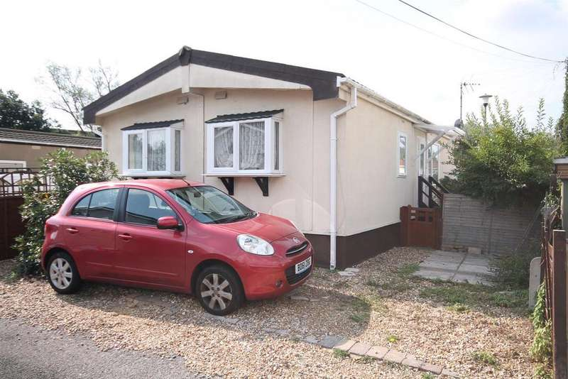 2 Bedrooms Park Home Mobile Home for sale in Brookside Park, Hawley Lane, Farnborough