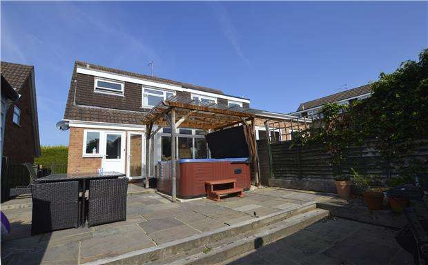 3 Bedrooms Semi Detached House for sale in Mandarin Way, CHELTENHAM, Gloucestershire, GL50 4RS