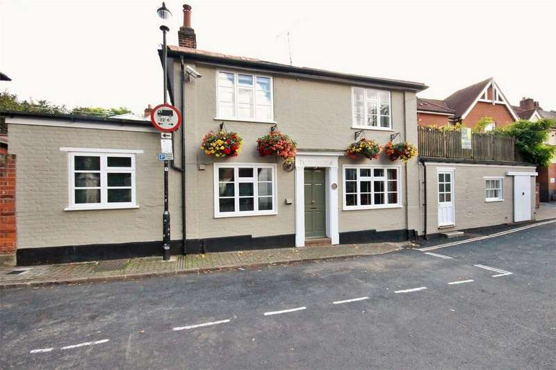 3 Bedrooms Cottage House for sale in Northgate Street, Dutch Quarter, Colchester, Essex