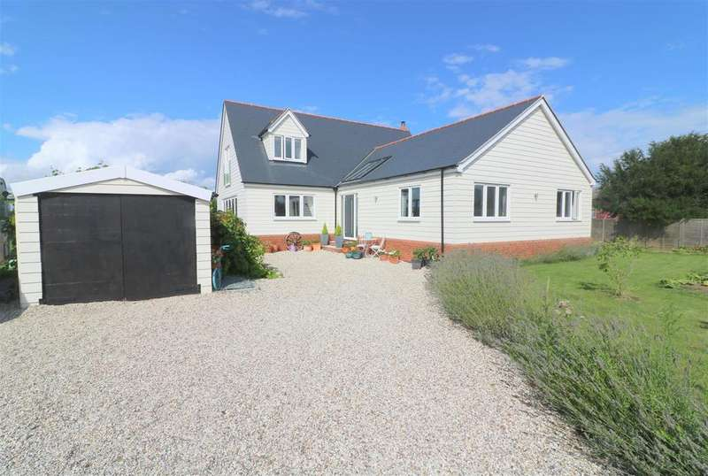 4 Bedrooms Detached House for sale in Trusses Road, Bradwell-On-Sea,