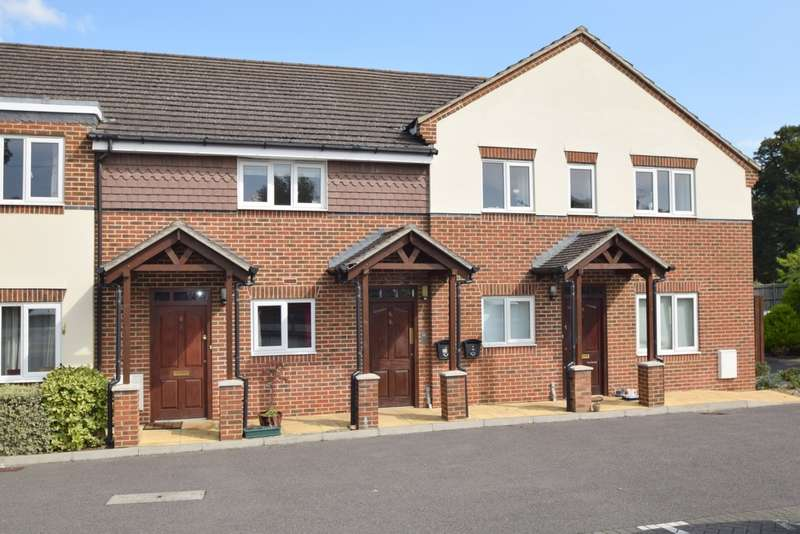 2 Bedrooms Ground Flat for sale in Green Lane, Windsor, SL4