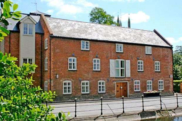 2 Bedrooms Maisonette Flat for sale in The Corn Mill, South Street, Bourne, PE10