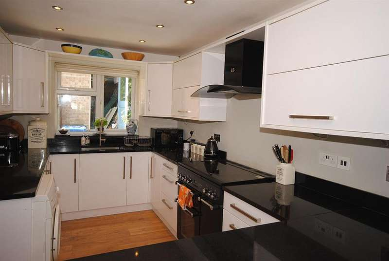3 Bedrooms Bungalow for sale in Cavendish Meads, Sunninghill