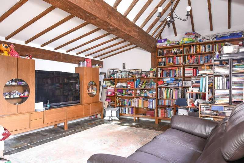 4 Bedrooms Detached House for sale in Bushey, Hertfordshire, WD23