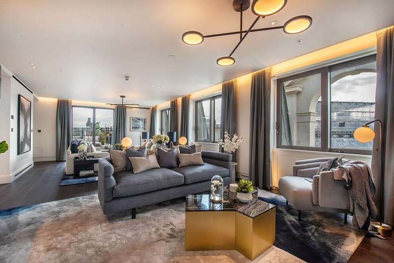 4 Bedrooms Flat for sale in Cockspur Street, London. SW1Y