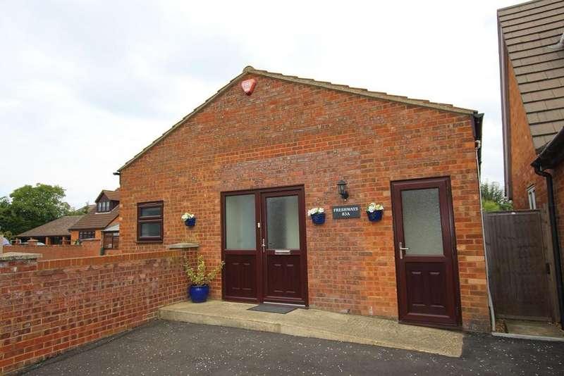 2 Bedrooms Bungalow for sale in Cambridge Road, Langford, Biggleswade, SG18