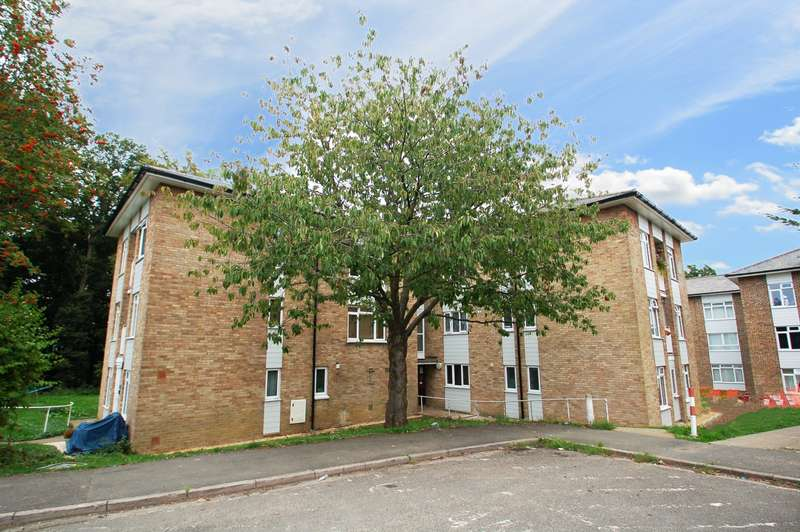 2 Bedrooms Flat for sale in Beech Close, Flackwell Heath, HP10