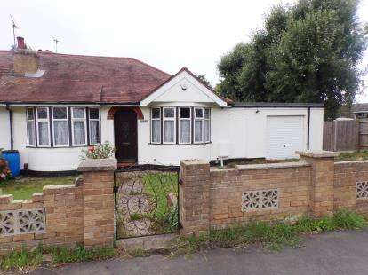 3 Bedrooms Bungalow for sale in Lee Chapel North, Basildon, Essex