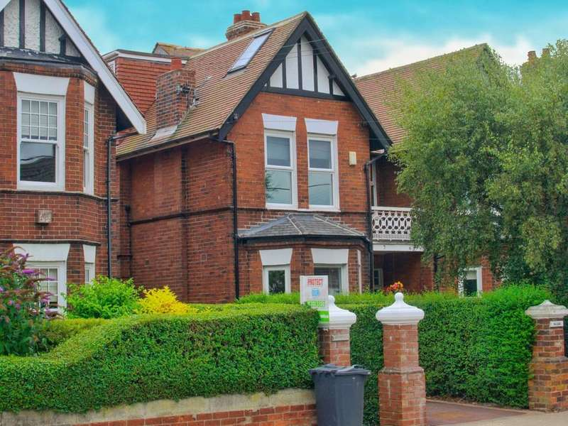 4 Bedrooms Semi Detached House for sale in Bridle Path , East Boldon