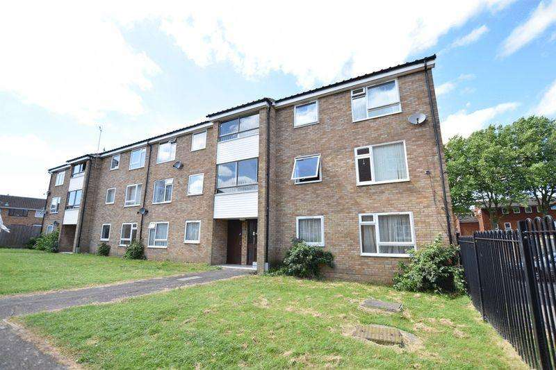 2 Bedrooms Apartment Flat for sale in Ellen Road, Aylesbury