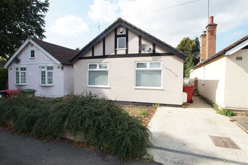 2 Bedrooms Bungalow for sale in Brook Crescent, Cippenham, Slough
