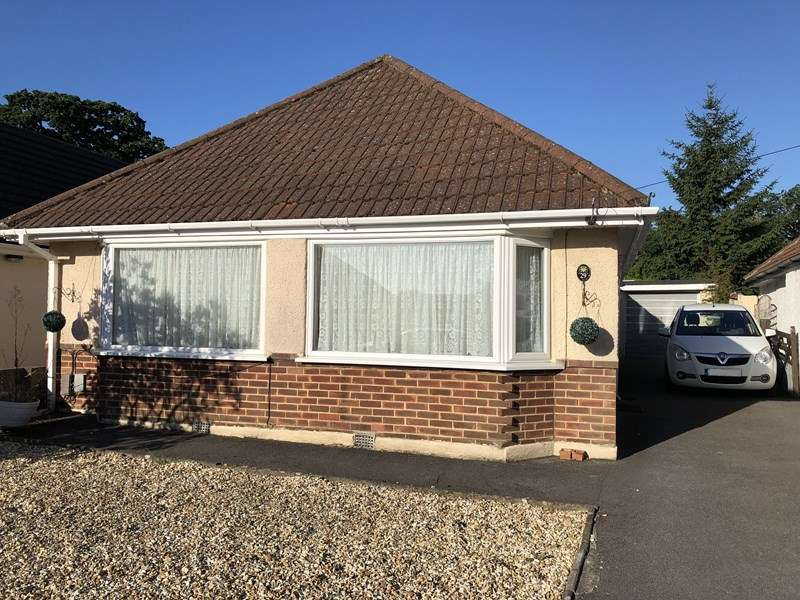 4 Bedrooms Bungalow for sale in Wicket Road, Kinson, Bournemouth