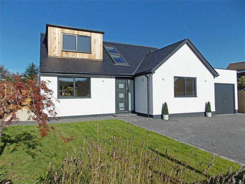 4 Bedrooms Chalet House for sale in Bitterne Way, Lymington, Hampshire