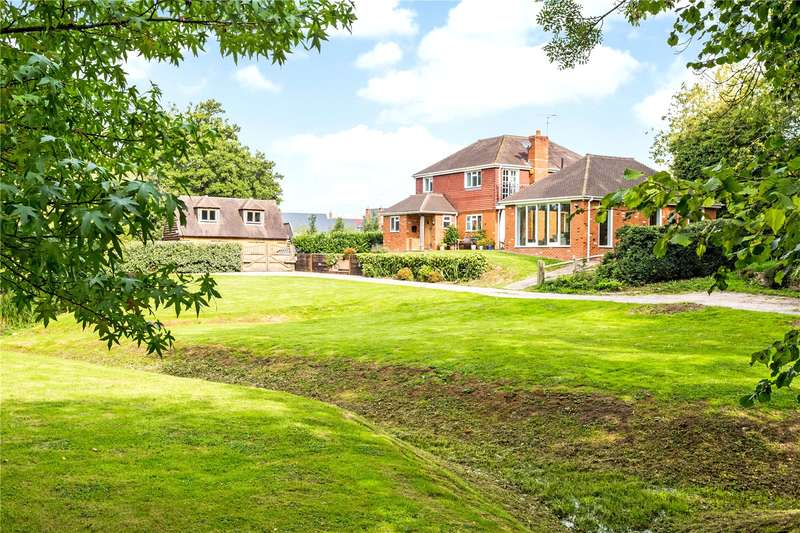 4 Bedrooms Detached House for sale in Old Wickhurst Lane, Broadbridge Heath, Horsham, West Sussex, RH12