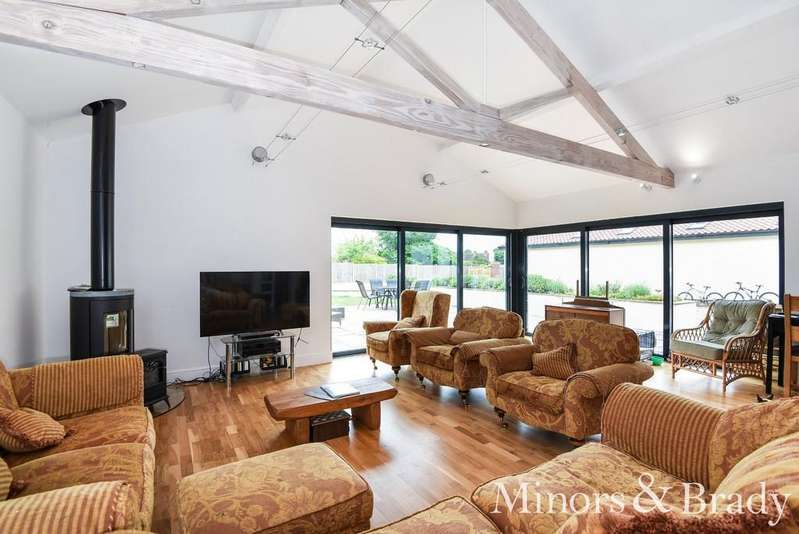 5 Bedrooms Semi Detached Bungalow for sale in Hall Lane, Crostwick