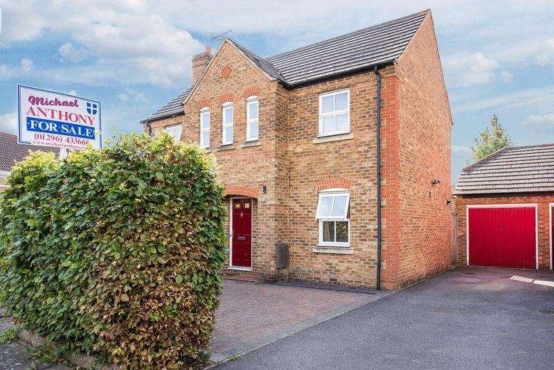 3 Bedrooms Detached House for sale in Webbs Meadow, Aylesbury