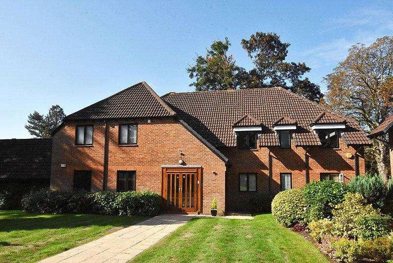 3 Bedrooms Flat for sale in Birklands Park, London Road, St. Albans, Hertfordshire