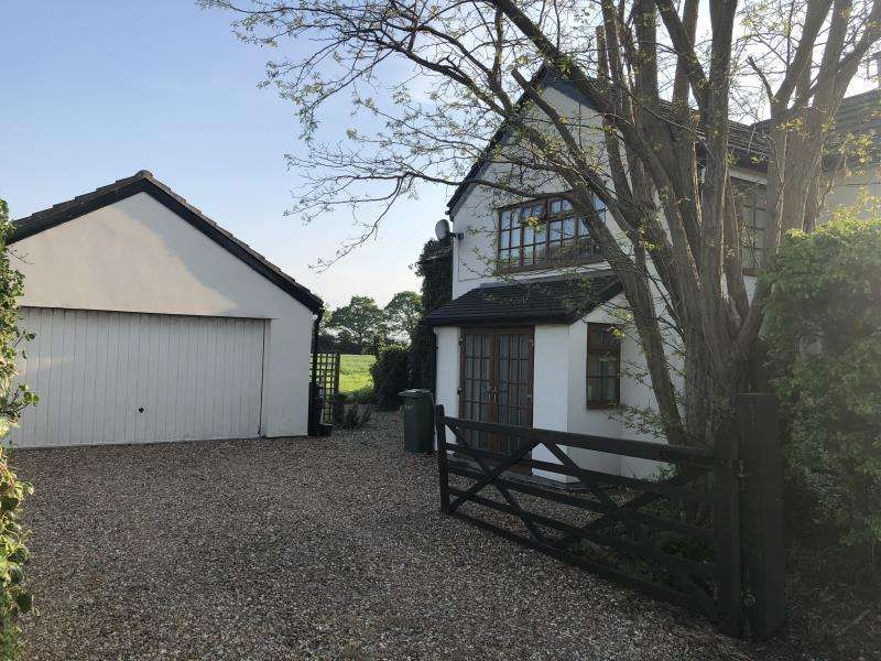 3 Bedrooms Semi Detached House for sale in Stone Cottage, Parkgate Road, Mollington, Cheshire, CH1 6NE