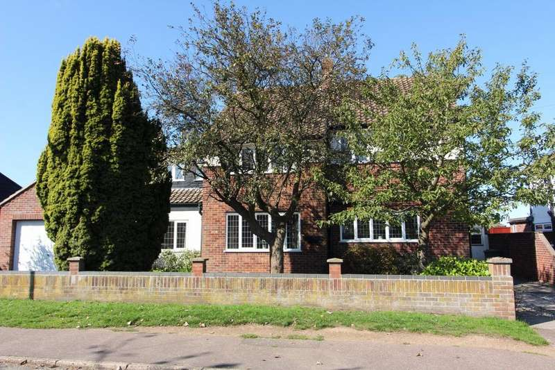 5 Bedrooms Detached House for sale in Lynn Grove, Gorleston, NR31