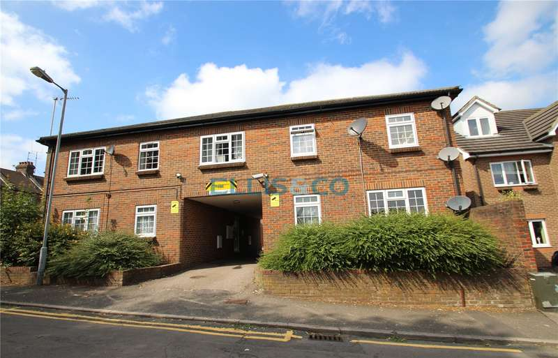 1 Bedroom Flat for sale in Carole Court Chase Street Luton