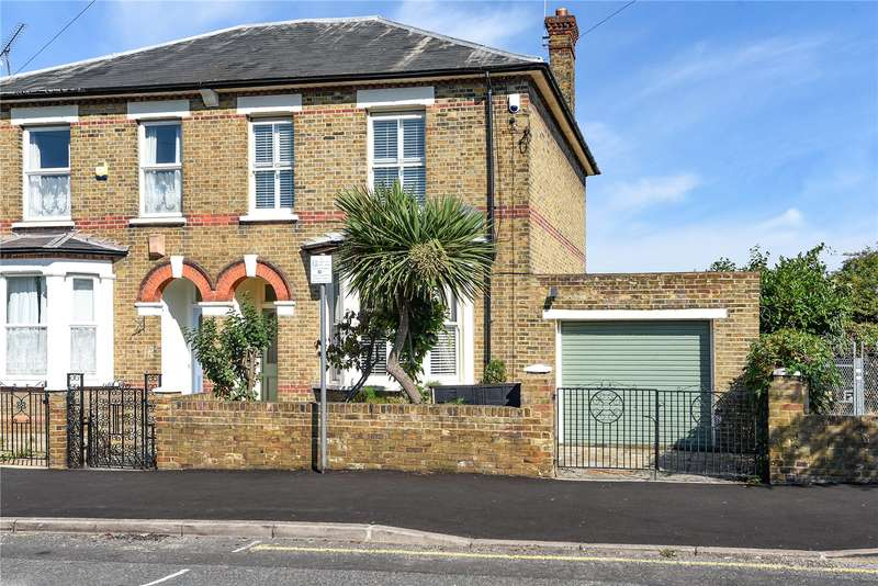 3 Bedrooms Semi Detached House for sale in The Greenway, Uxbridge, Middlesex, UB8