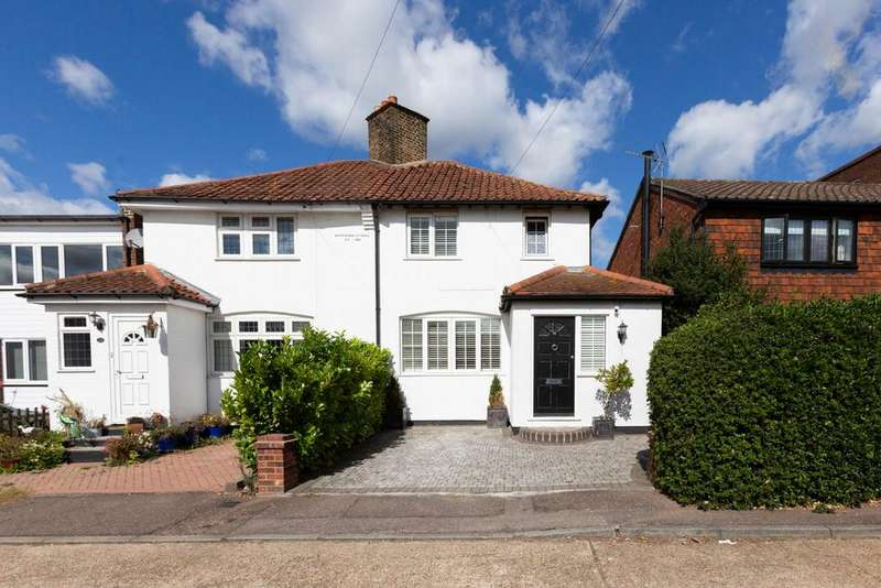 2 Bedrooms House for sale in Wroths Path, Loughton, IG10
