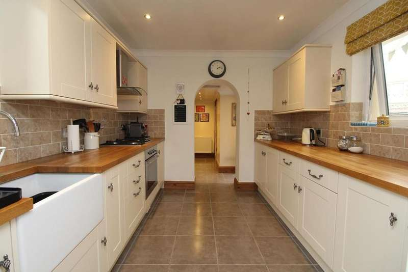 2 Bedrooms Cottage House for sale in Avenue Road, Witham, Essex, CM8