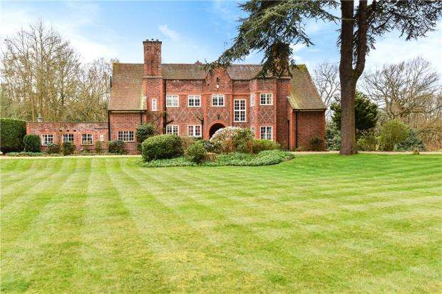 6 Bedrooms Detached House for sale in Stevens Hill, Yateley, Hampshire