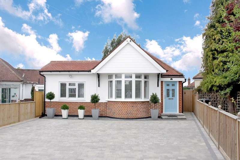 3 Bedrooms Detached Bungalow for sale in South Mead, Ewell Court KT19 0AY