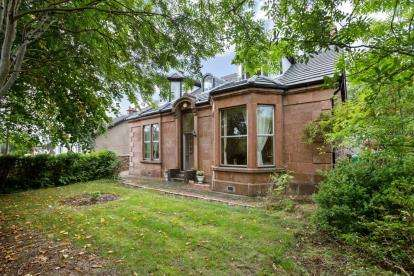 4 Bedrooms Detached House for sale in Holytown Road, Bellshill