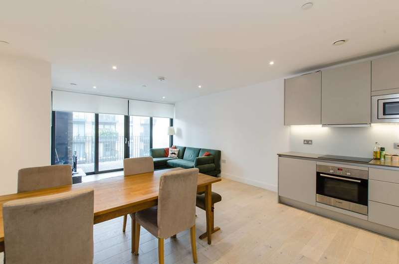 2 Bedrooms Flat for sale in Cobalt Place, Battersea Square, SW11
