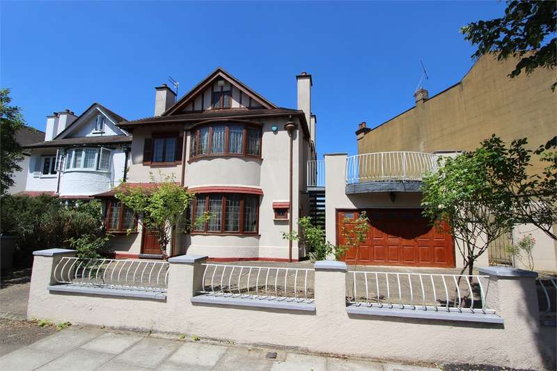 4 Bedrooms Detached House for sale in Vallance Road, Muswell Hill Borders, London