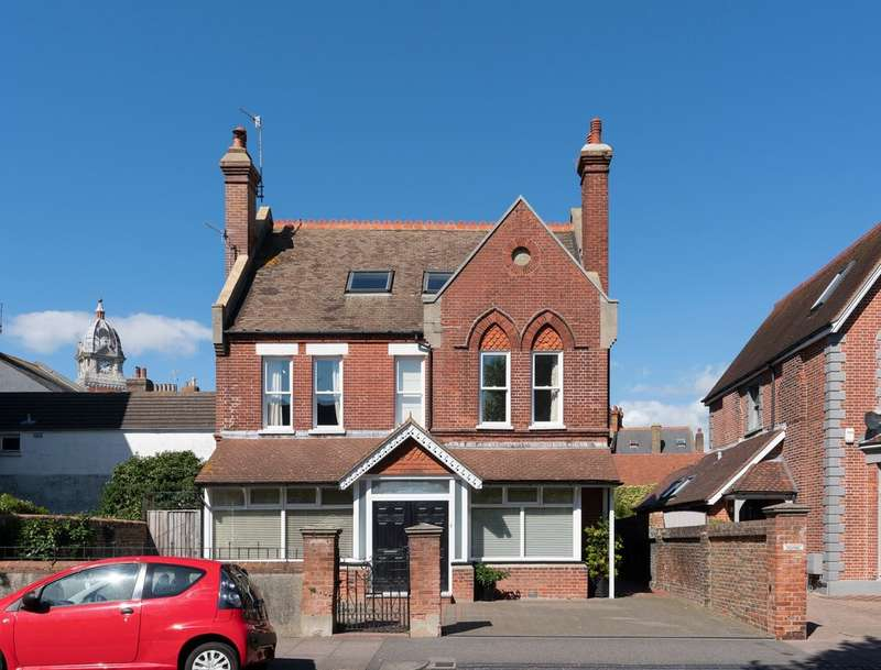 6 Bedrooms Detached House for sale in Furness Road, Eastbourne BN21