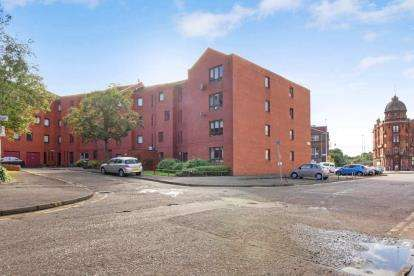 2 Bedrooms Flat for sale in New City Road, Garnethill