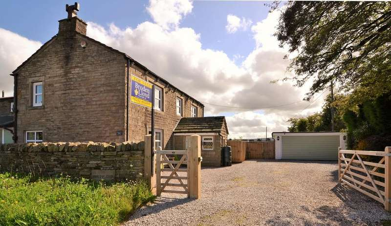4 Bedrooms Detached House for sale in Proctor Cote House, Todmordon road, Briercliffe