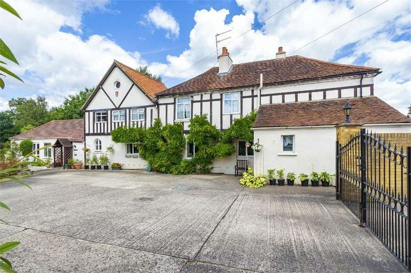 5 Bedrooms Detached House for sale in Staines Road, Wraysbury, Berkshire