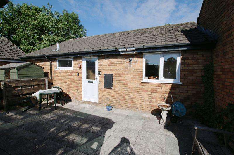 2 Bedrooms Semi Detached Bungalow for sale in Woodcroft Close, Penwortham