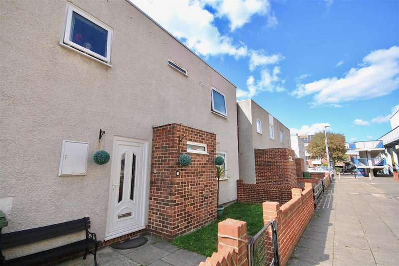 3 Bedrooms Terraced House for sale in Mayo Close, Portsmouth