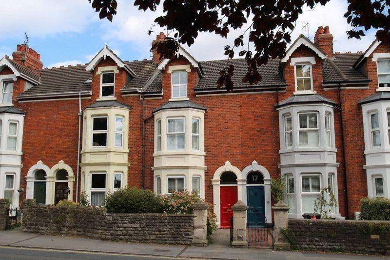 4 Bedrooms Terraced House for sale in Croft Road, Old Town, Swindon