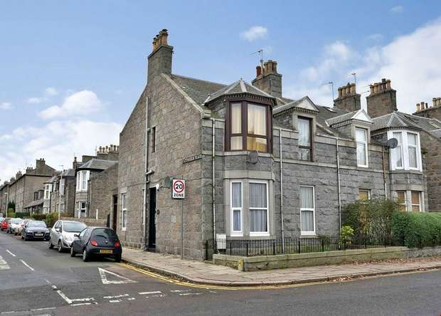 3 Bedrooms Flat for sale in Cattofield Place, Aberdeen