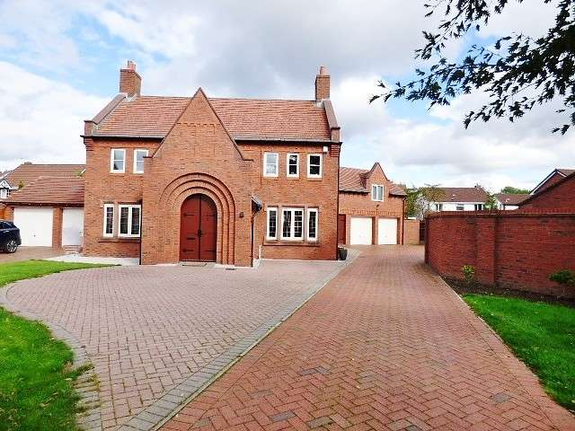 4 Bedrooms Detached House for sale in Archers Green Road, Kingswood, Warrington