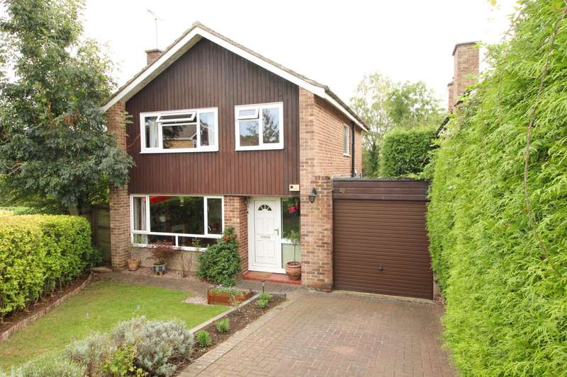 3 Bedrooms Detached House for sale in Churchill Crescent, Sonning Common, RG4