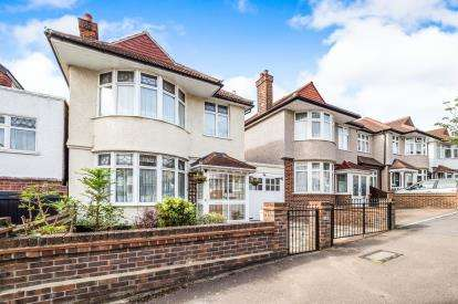 3 Bedrooms Link Detached House for sale in Woodford, Green, Essex