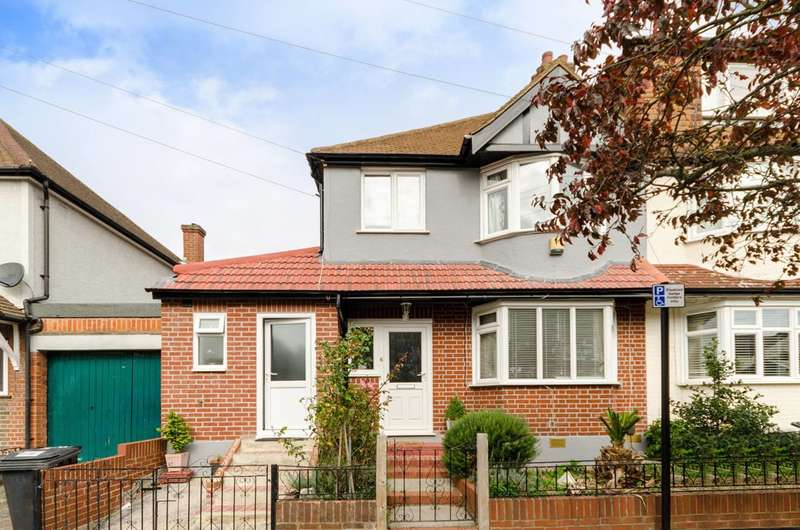 4 Bedrooms House for sale in Hobart Gardens, Thornton Heath, CR7