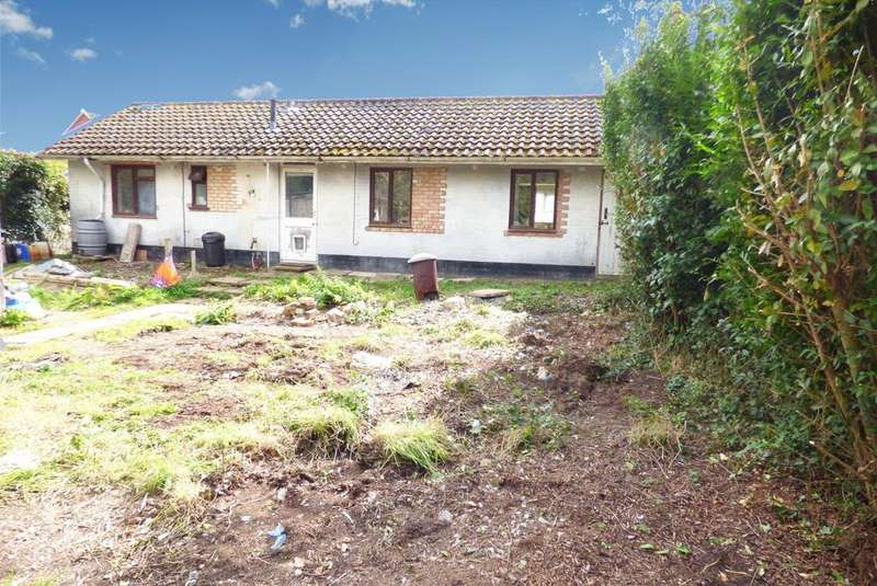 2 Bedrooms Bungalow for sale in Leman Grove, Loddon, NR14