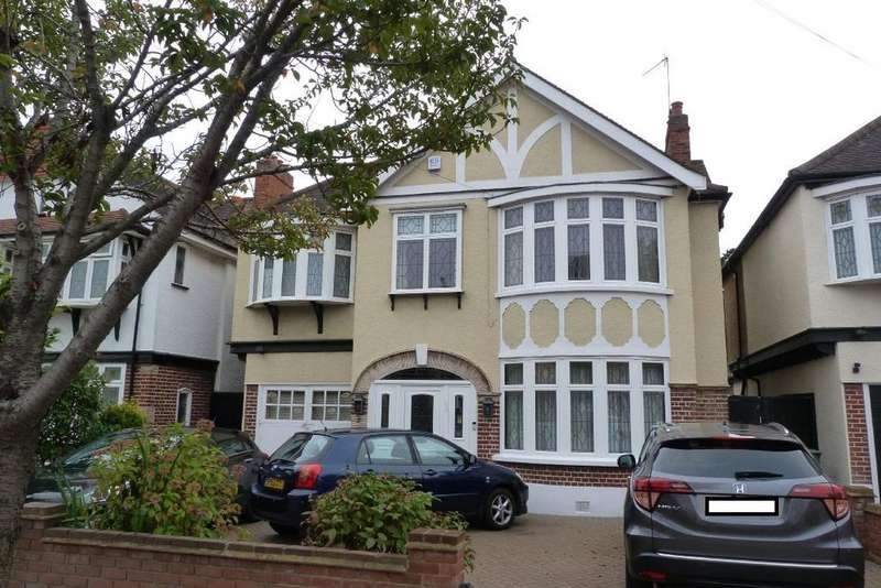 4 Bedrooms Detached House for sale in Abbotswood Gardens, Clayhall, Essex IG5